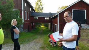 Bengt Dehlin guidade runt i byn Fors i Hälsingtuna.  Foto: Lilian Holmgren.