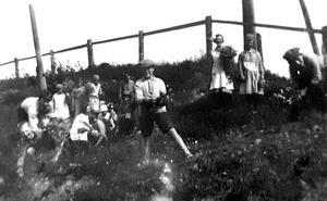 Sommar i Torpshammar. Bild: Ur ett album som förvaras på regionarkivet i Härnösand