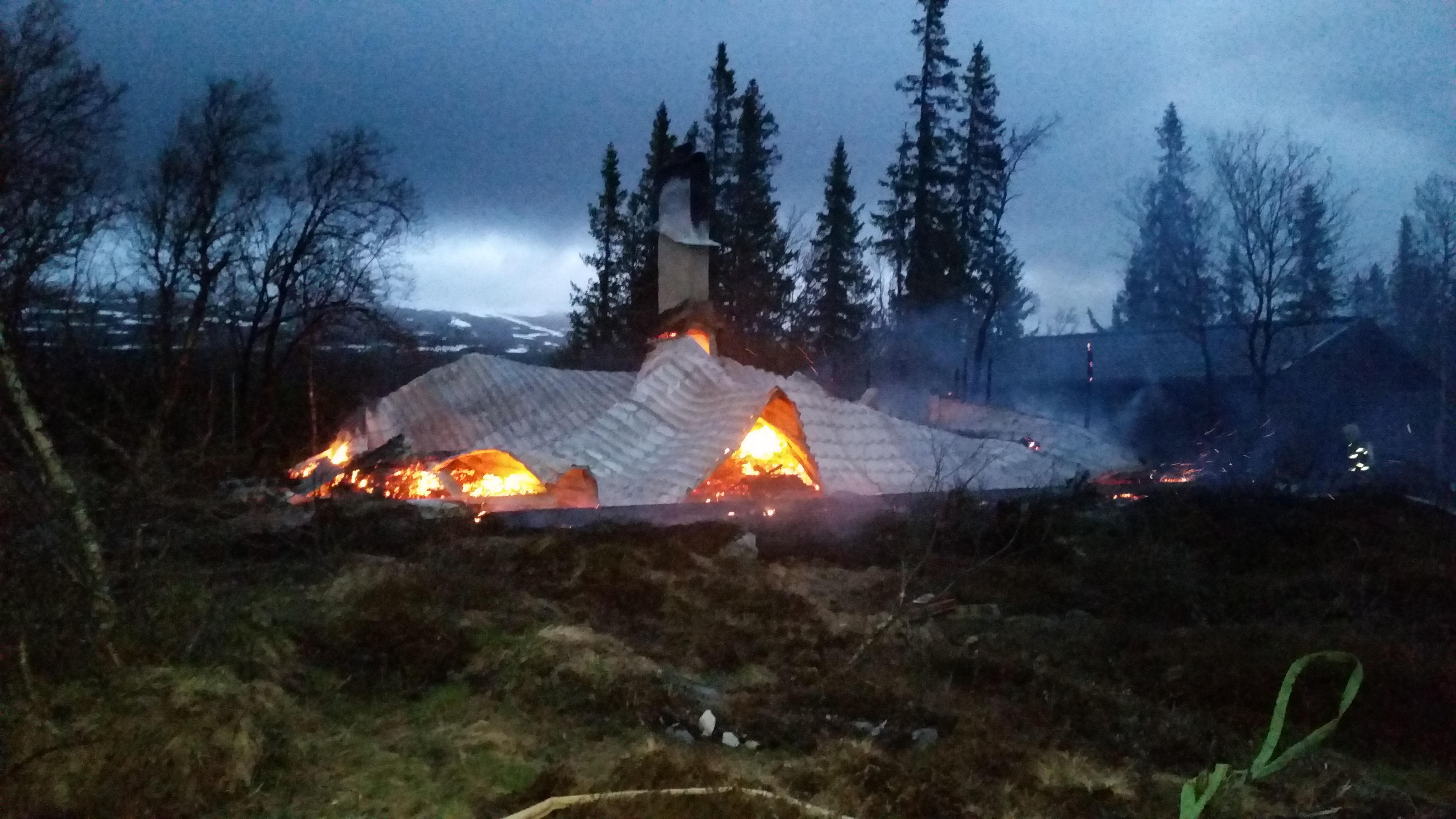Fritidshus övertänt nordväst om Ljungdalen – gick inte att rädda