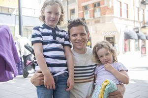 Magnus Åkerblom, 34 år, ambulanssjuksköterska, Sundsvall (med på bild är också barnen Enar och Margot):