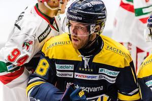 Joakim Andersson klev av skadad i den andra perioden.