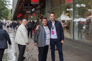 KD-politikern David Winerdal och centrumchef Aljoša Lagumdzija sågs i festivalvimlet.