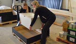 Therese Rudsberg och Malin Sjöblom har en del att göra inför invigningen.