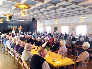 120 äldre deltog i Röda Korsets vårlunch i Casselgården på söndagen. Foto: Privat