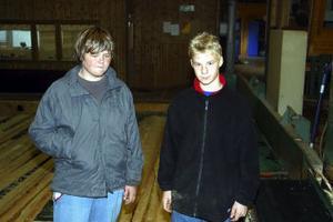 Viktor Kadin och Lars Engholm var två av eleverna från Minervaskolan som besökte Callans Trä.