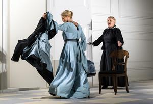 Nora (Helena Bergström) och Anne-Marie (Marie Göranzon). Bild: Sören Vilks