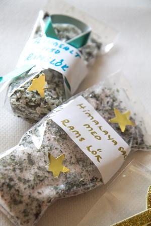Kryddblandningar ingår i sortimentet som säljs inom kampanjen.