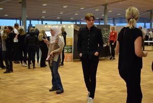 28 olika UF-företag från flera olika program på Härnösands gymnasium ställde upp i fredagens mässa.