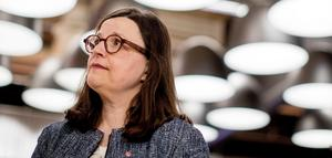 Gymnasieminister Anna Ekström gör nu ett lappkast i S skolpolitik och tar över L:s mer strikta ordningsideal.