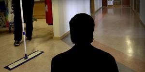 Fotomontage:TT. Löneskandalen – omsorgen om sonen gick fruktansvärt fel