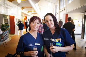 Elena Foescu och Therese Olsson passade på att mingla vid nyinvigningen.