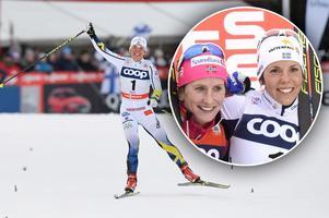 Charlotte Kalla jublar i finska Ruka. På lilla bilden ses hon tillsammans med norskan Marit Björgen. Bild: TT Nyhetsbyrån.
