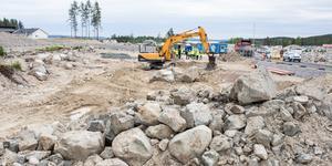 Här bygger kommunen ett nytt gruppboende med sex lägenheter, klart i mars 2020.