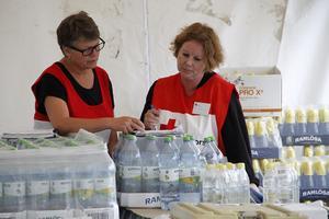 Yvonne Olsson, Färila och Katarina Svender, Ljusdal, är två av de frivilliga som jobbar åt Röda korset.