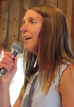 Gabriella Nordlund gladde med flera sånger. Foto: Uno Gradin