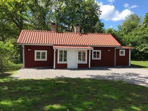I Soldattorpet som består av två rum och kök finns bland annat kakelugn och gjutjärnsspis. Foto: Per Åkerfeldt, Statens fastighetsverk