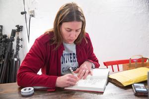 Ann Törnkvist är mån om relationen till de som intervjuats i boken. Så fort hon fick boken i sin hand skickade hon ut den till de som bidragit.