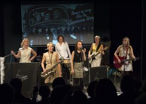 Violet Green består av Anna Hammarsten, Elsie Petrén, Eva Grund, Jenny Fall, Lena Andersson och Ulla Wrethagen. Foto: Stefan Zinnerman.