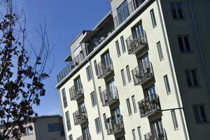 Inför rejäla bostadsbidrag till de betalningssvaga hushållen så att även de får möjlighet att tillsammans med de betalningsstarka hushållen flytta in i nyproducerade lägenheter, skriver Hans Selling. Arkivbild: Anders Wiklund/TT