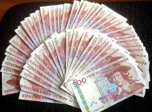 Färre än väntat i Falun har lön och betalar skatt. Nu skriver Falu kommun ner prognosen över skatteintäkter i år  med 20 miljoner kronor.