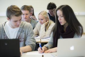 Högskoleförberedande teoretiska utbildningar fortsätter att locka elever. Teknik- och ekonomi-programmen är populära.Arkivbild:  Berit Roald, TT