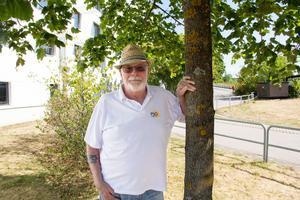 Claes Roos är kassör, sekreterare och verksamhetsansvarig vid Psoriasisförbundets lokalavdelning i Västmanland. Han var bara 20 år när han, efter en halsfluss, drabbades av psoriasis.
