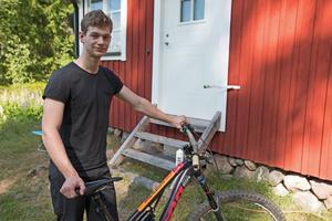 – Visst saknar jag familj och kompisar i Göteborg men jag stannar här mycket på grund av träningsmöjligheter på skogsvägar och i bergen.