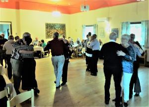 Dansgolvet fylldes med glada och mätta dansare. Foto: Eleonore Nordin