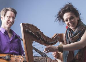 Harpduo i musikaliskt möte. Bild: Privat