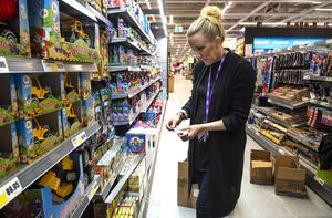 Det ska vara rätt pris till rätt produkt, Zandra Byberg prismärker leksaker.