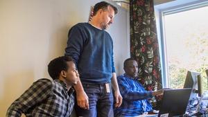 Niklas Johansson tillsammans med Merhawi Sium och Abdi Ahmed.