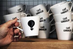 Leif Nordlöf har designat Café Gondolens logo. Det var ganska enkelt och självklart att döpa kaféet till det, konstaterar han.