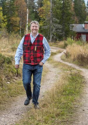 Jonas Persson trivs med att koppla av i Östfjällets fäbod. Det är ljusår från livet som stjärnkock åt Hollywoodkändisarna på 1980-talet.