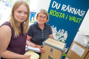 Det är mycket praktiskt arbete som krävs innan man kan hålla val. Olivia Gustafsson och Eva Ryman har jobbat heltid med valet 2018 under flera månader.