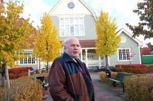 Nils Rämgård bjuder på söndag in till boksläpp av hans bok om det gamla tingshuset i Älvdalen, numera bibliotek, där han växte upp. Foto: Arkiv/Stefan Rämgård-Östlund.