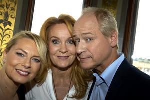 Regissören Helena Bergström och skådespelarna Maria Lundqvist och Robert Gustafsson.
