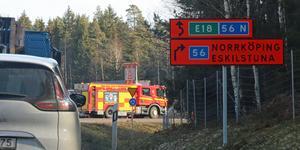 Flera olyckor har inträffat i samband med omledningen av E18 när den nya motorvägsbron byggts vid Trafikplats Västjädra utanför Västerås.