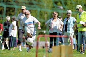 Lilla målet var målet för Åke Lundkvist i Kumla södras lag 3. Åke hade i de tidigare grenarna visat prov på pricksäkerhet, men trots att han blev påhejad av lagkamraterna ville bollen inte rulla hans väg den här gången.