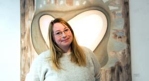 Anna Isabella Sandberg från Sundsvall har under de senaste åren mest synts i samlingsutställningar på hemmaplan. Nu skriver hon kontrakt med  gallerier i Milano och New York - trots sin sociala fobi.