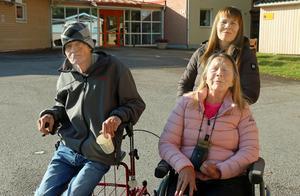 Rune Eriksson och Anne-May Ekfeldt bor på äldreboendet Kremlan i Björksätra i Sandviken. Annelie Lövgren kommer och hjälper två personer på  boendet en gång i veckan – trots att det inte längre är hennes jobb.