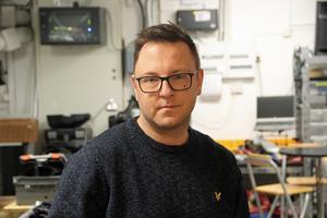 38-årige Roger Last bor i Hedemora. Här driver han eget företag men han arbetar också för företaget Local Crew i Linköping. Ett företag som tillhandahåller personal inom event, mässor och produktioner men vi hyr även ut allt tänkbart material som behövs för b.la. konserter.