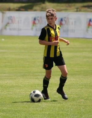 Kiefer i Watfords gulsvarta dress. Eller The Hornets, Bålgetingarna, som klubben kallas.  Watford slutade på elfte plats i Premier league förra säsongen. Bild: Privat