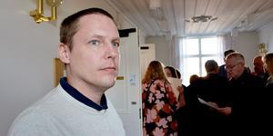 Mattias Rösberg, Sjukvårdspartiet anser i sin replik att regionrådet Glenn Nordlund (S) trixar med sjukvårdsstatistik. Foto: Ove Öst.