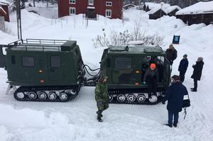 Bilkåren i Sundsvall körde runt glada barn och deras föräldrar i en bandvagn.