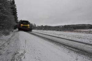 Efter att ha fått bort snön från vägarna i Arnäsvall begav sig Martin till andra sidan E4:an för att fortsätta ploga.