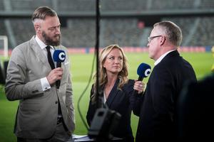 Olof Lundh med kollegan Frida Nordstrand, samt svenska landslagets förbundskapten Janne Andersson. Bild: TT.
