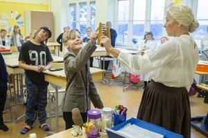 Lärare Gerd Engman, eller fröken Lotten, testade eleverna i klass fem på deras mattekunskaper.