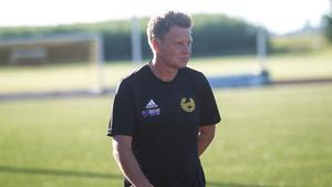 Per-Åke Svärdh bad laget att flytta upp sina positioner under halvtidspausen. Han agerade också med ett byte.