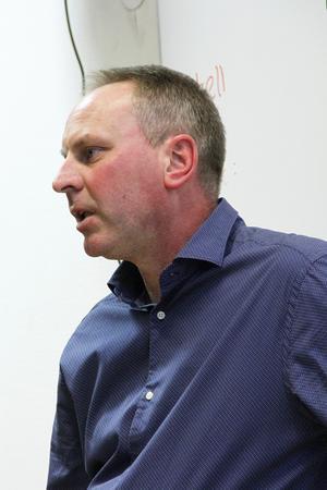 Tomas Perssons förhoppning är att få en dialog mellan beslutsfattare och berörda företagare, innan riksvägsbeslutet klubbas.