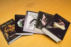 Läs Jane Eyre eller Svindlande höjder i sommar - och förbered dig att möta Brontë-översättarna Ehrling i Kulturmagasinet i oktober.